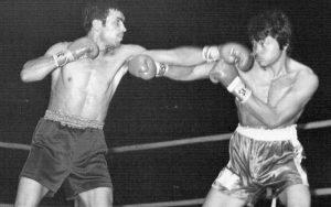 Miguel Velázquez vs Saensak Muansurin. Un golpe antirreglamentario que vale un mundial